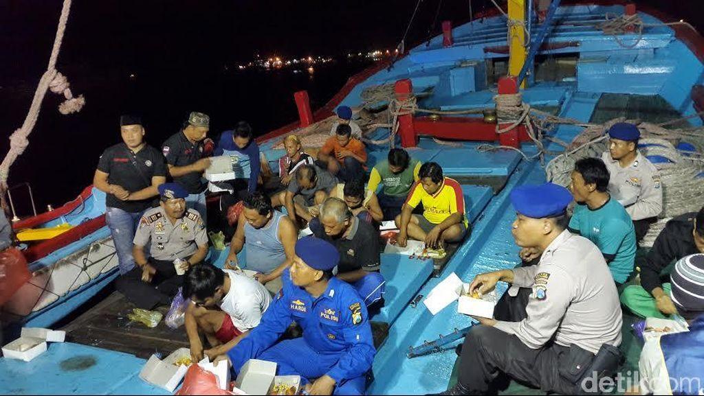 Seru! Sahur on The Sea Ala Polair Banyuwangi dengan Para Nelayan