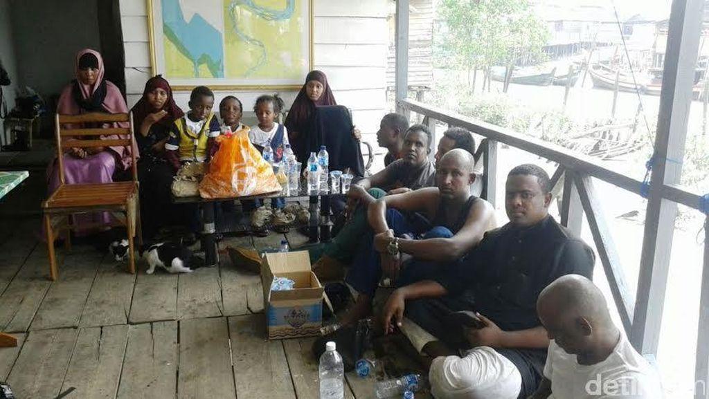 TNI AL Tangkap Kapal Imigran Gelap Somalia yang Juga Berisi TKI Ilegal