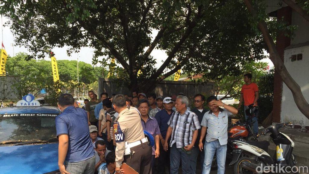 51 Sopir Taksi Gelap dan Calo Digaruk dari Bandara Cengkareng
