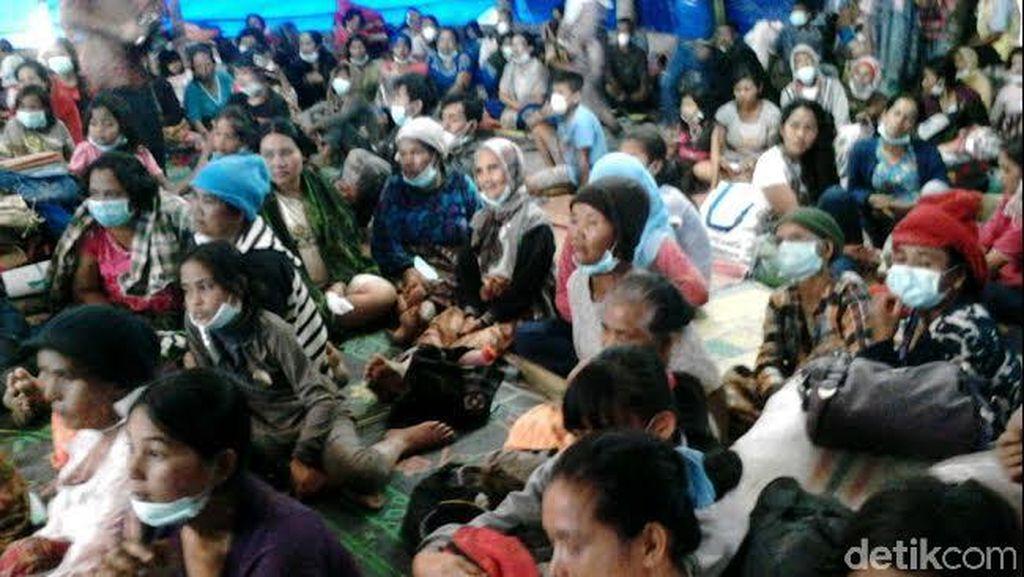10 Hari Mengungsi, Ribuan Warga Tetap Terkena Abu Vulkanik Sinabung