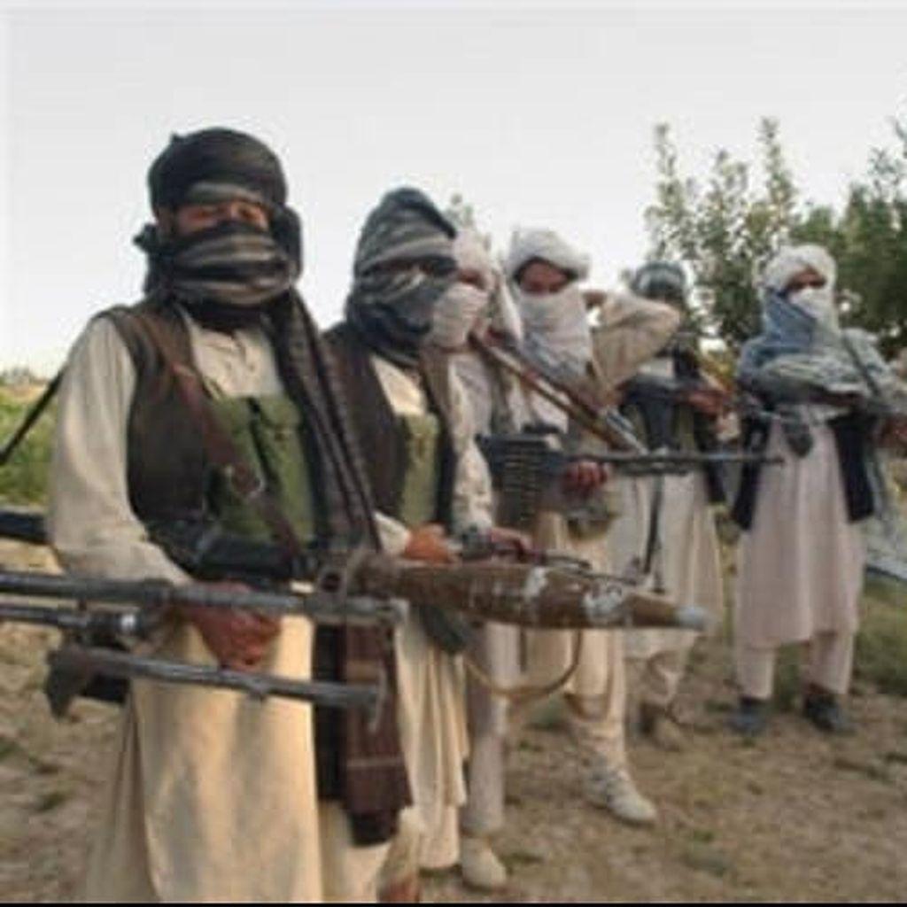 Bom Bunuh Diri Hantam Bus Angkut Personel Militer Afghanistan