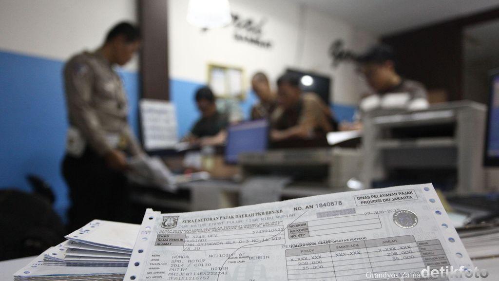 Presiden Jokowi Minta Pengurusan STNK Cukup Satu Loket