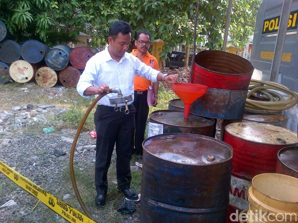 Polisi Sita 1.600 Liter Solar Bersubsidi yang Ditimbun di Semarang