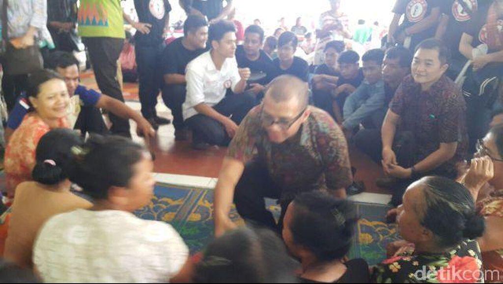 Andi Widjajanto ke Sinabung, Janjikan Beasiswa Kuliah untuk Anak Pengungsi