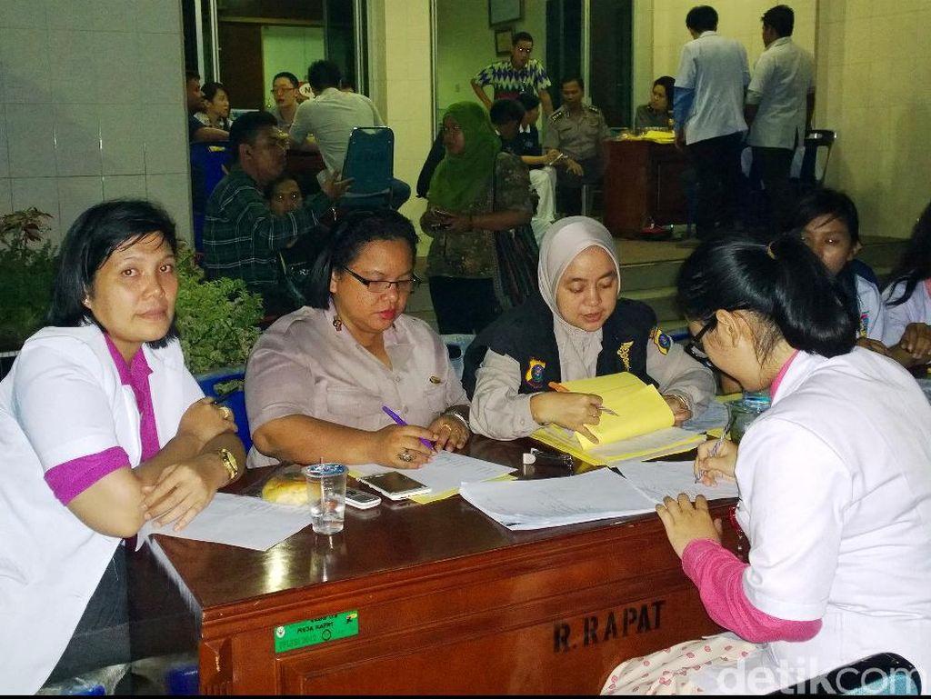 Keluarga Mulai Datangi Pos Ante Mortem di RS Adam Malik Medan