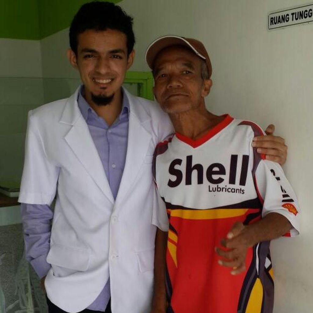 Cerita Pak Ponari dan Bocah Nisa yang Getarkan Hati dr Gamal Albinsaid