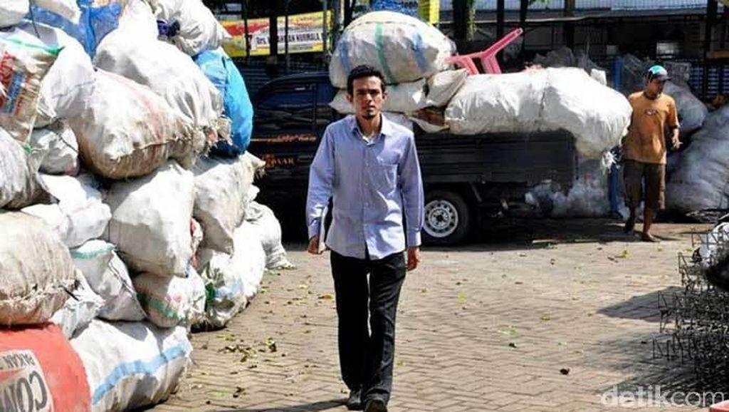 Prestasi Dokter Gamal, Bikin Asuransi Sampah dan Diakui Dunia