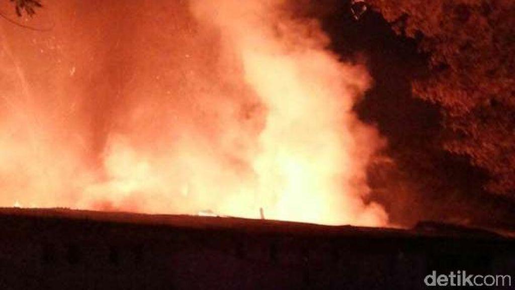 Pemukiman di Tanah Sareal Terbakar, 12 Unit Pemadam Diterjunkan