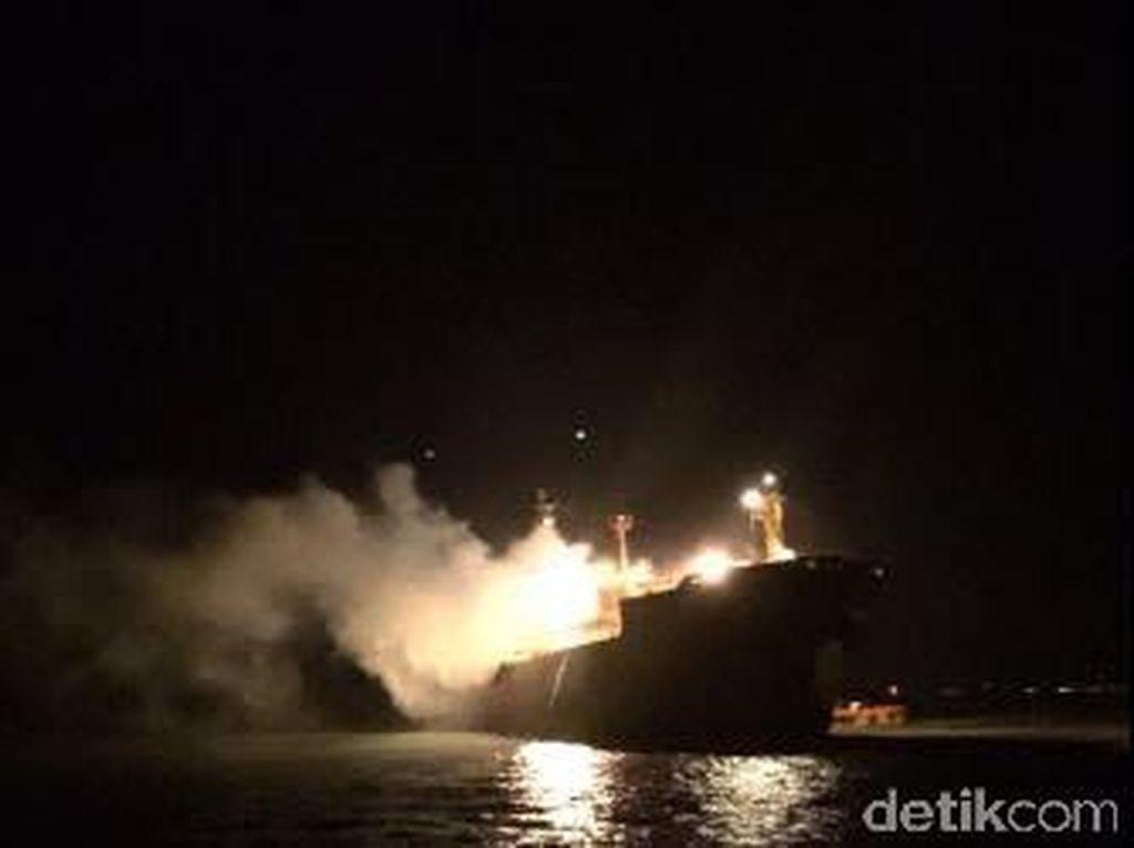 Sebuah Kapal Kembali Terbakar di Perairan Karang Jamuang