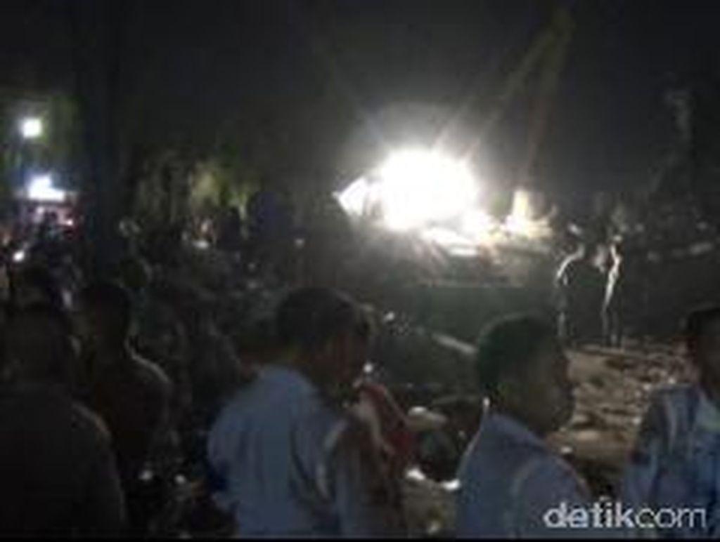 Warga Mulai Tinggalkan Lokasi Hercules Jatuh, Evakuasi Masih Berjalan