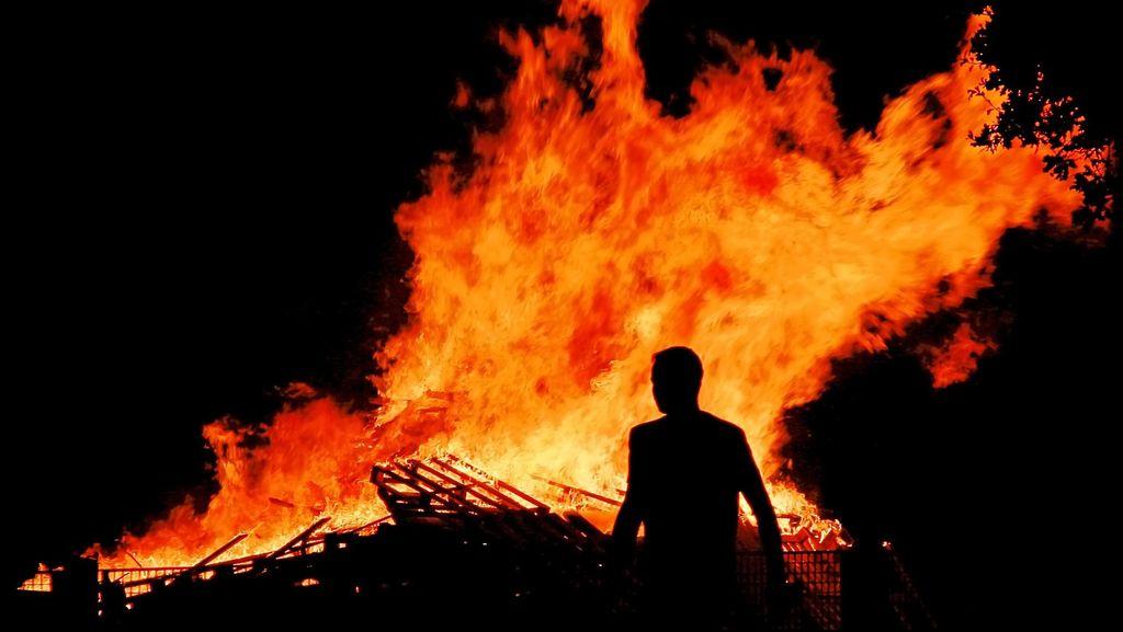 Sebuah Rumah Kebakaran di Sunter Jakut, 11 Unit Damkar Diterjunkan