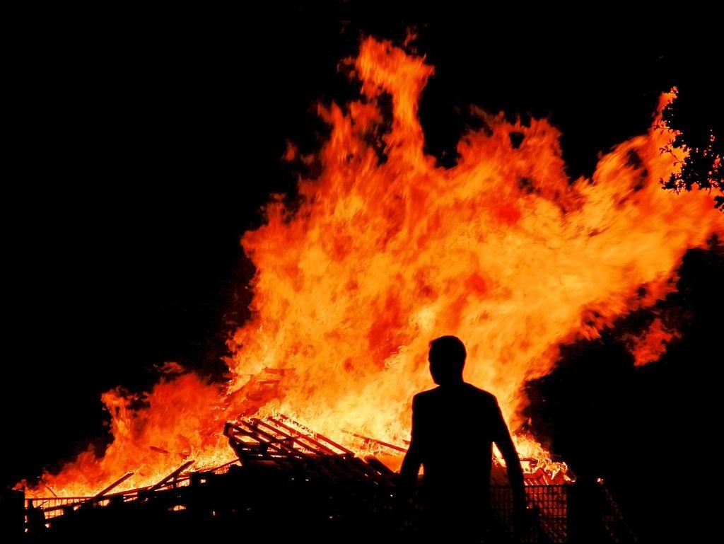 Kebakaran di Restoran Manado Cikini Akibat Korsleting Berhasil Dipadamkan