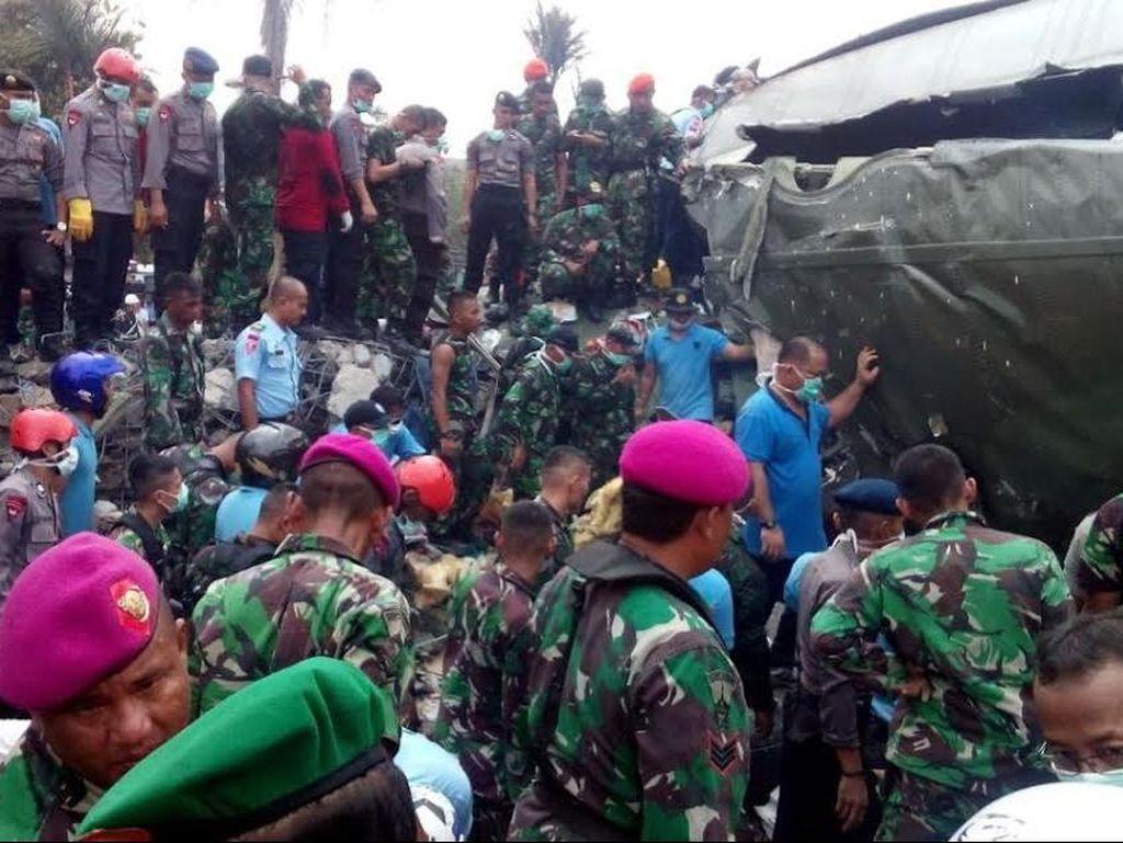 Saat Pasukan TNI dari Koarmabar, Polri, dan SAR Bersatu Evakuasi Hercules