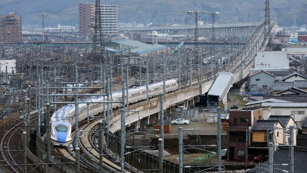 Penumpang Bakar Diri di Kereta Peluru Shinkansen, 2 Orang Tewas