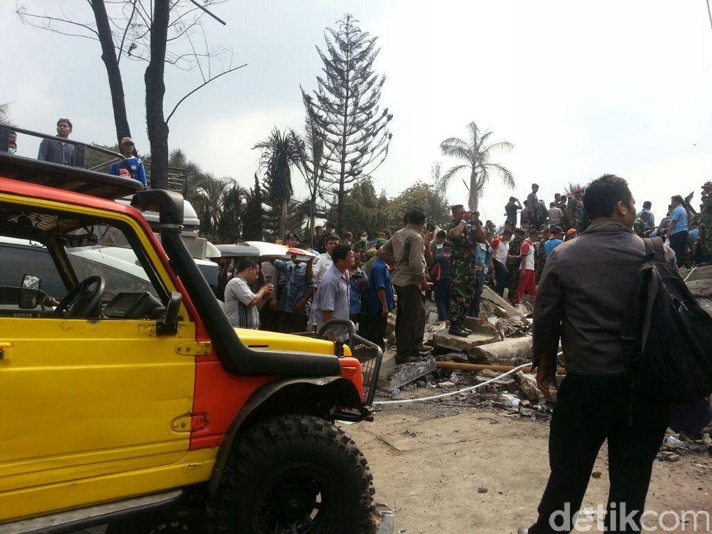 Mobil Pribadi Difungsikan Bantu Proses Evakuasi Korban Hercules