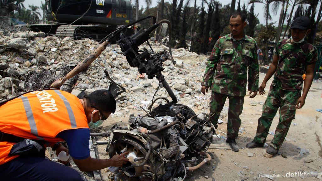 Pilot Sedang Bermanuver karena Mesin Mati, Namun Keburu Nabrak Antena