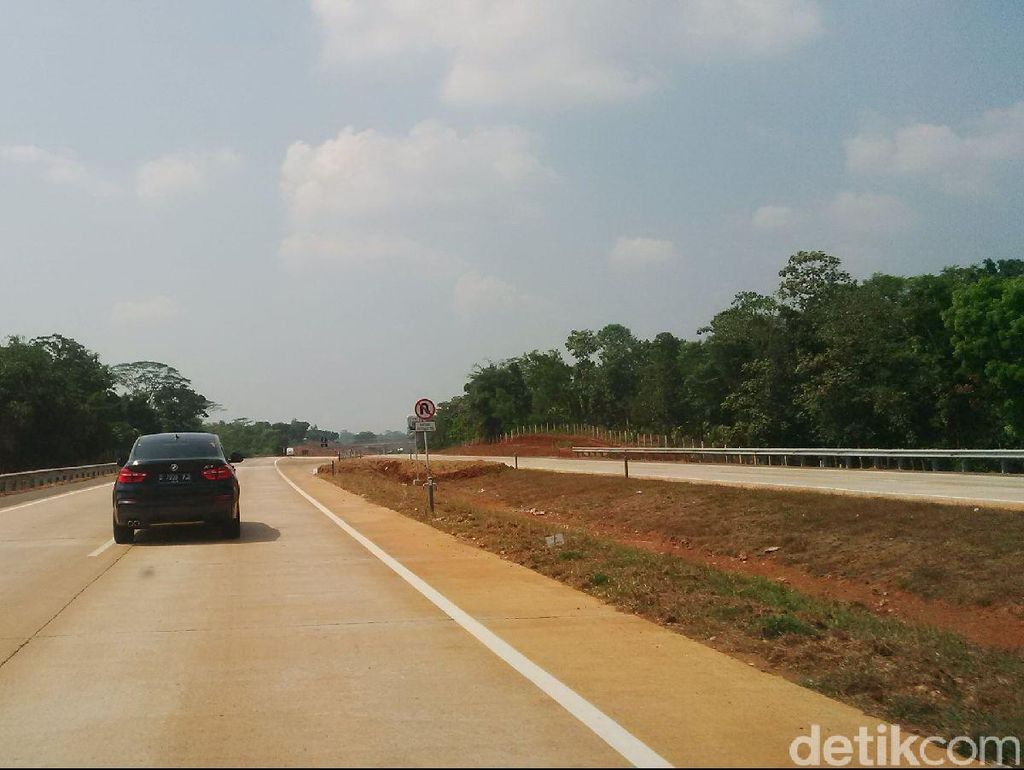 Kecepatan Mobil yang Terbakar di Tol Cipali Diduga di Atas 100 Km/jam