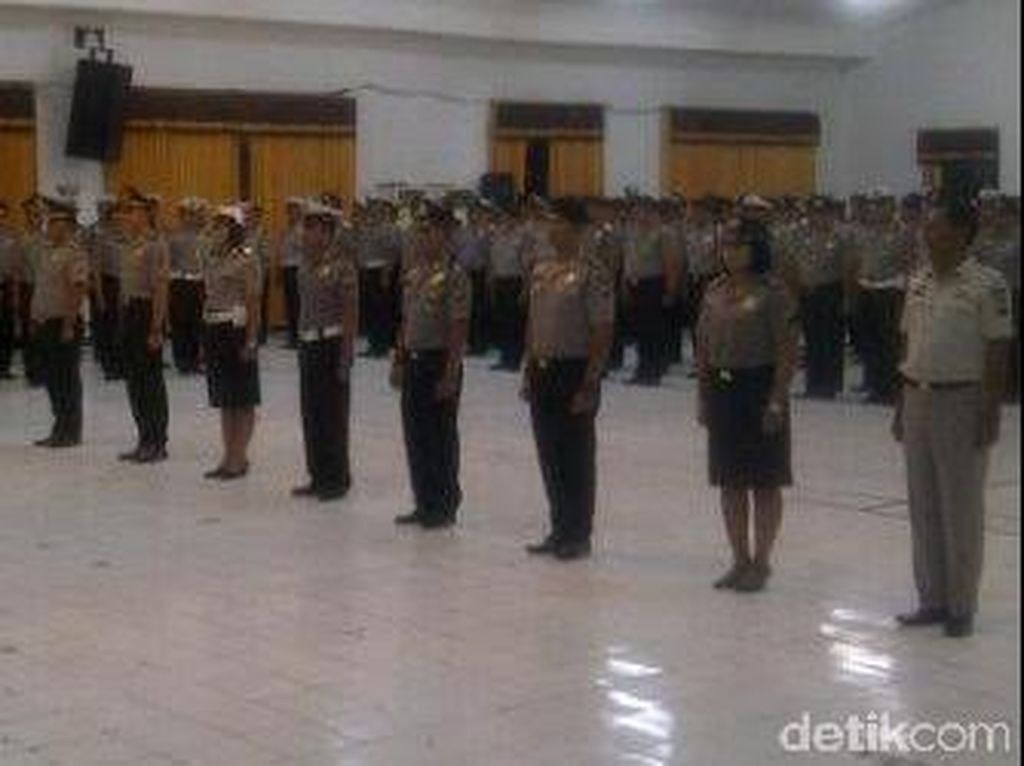 293 Polisi di Surabaya Naik Pangkat di Hari Bhayangkara Ke-69
