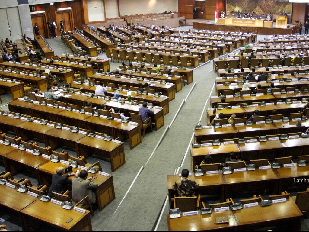 DPR Rehabilitasi 2 Anggota Dewan yang Dilaporkan Berijazah Palsu
