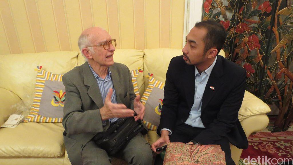 Ini Sigayev Vladlen, Penerjemah Rusia yang Dikasih Jam Rolex oleh Sukarno