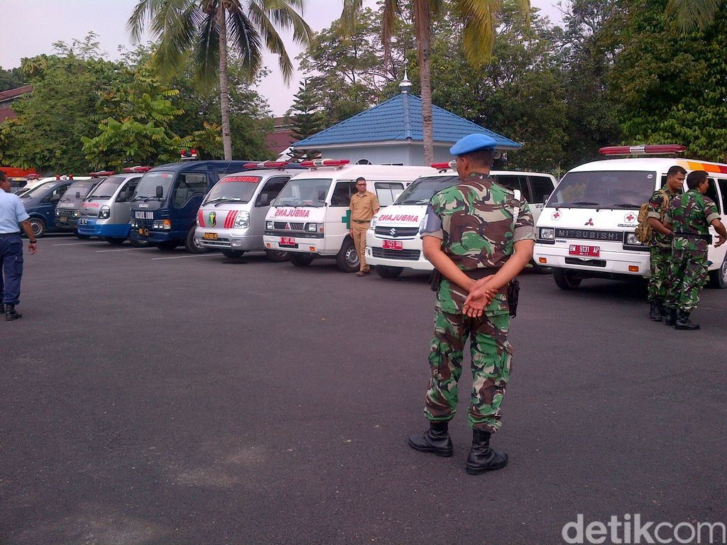 Tunggu Kedatangan Jenazah, 15 Ambulans Disiapkan di Lanud Roesmin Nurjadin