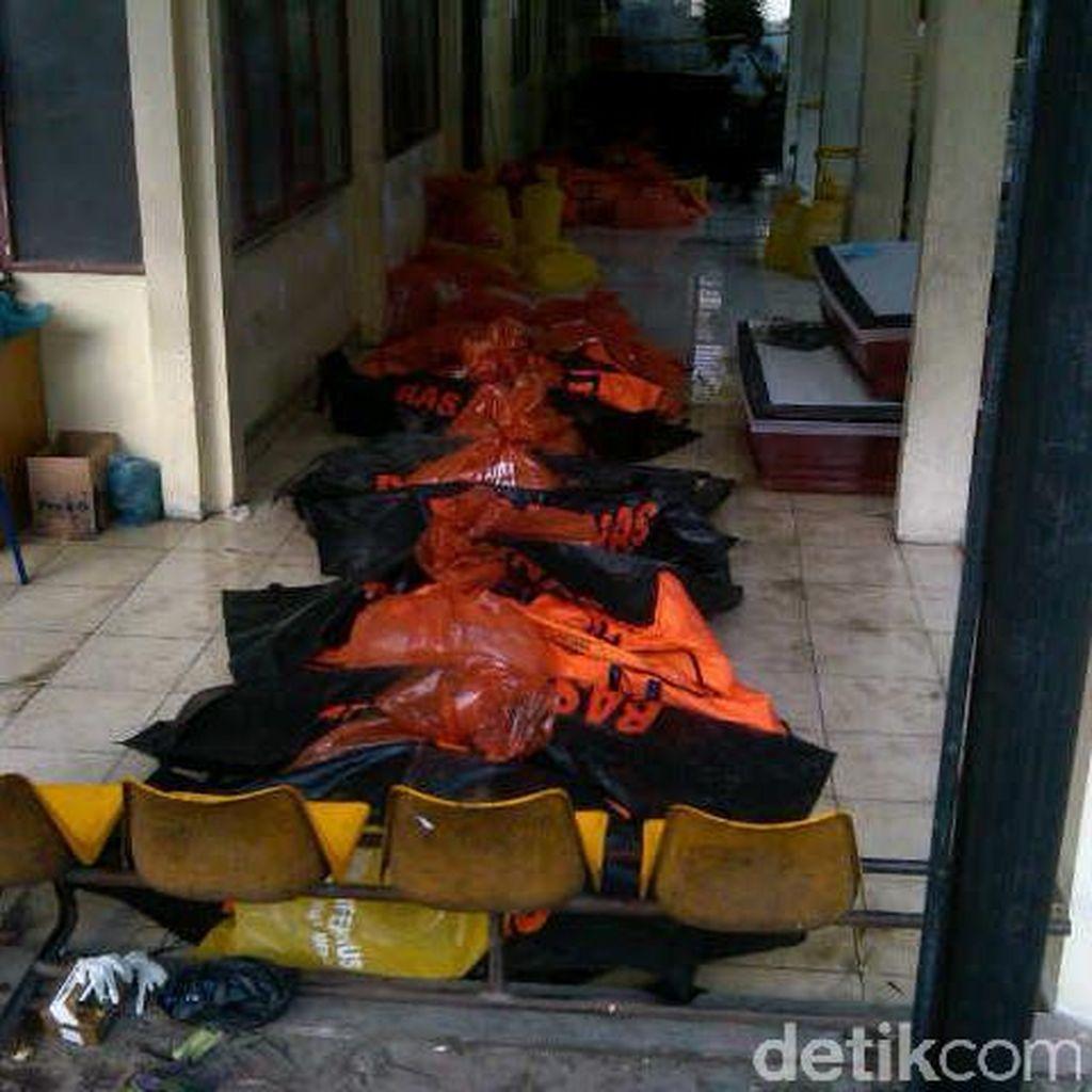Ruangan Penuh, Jenazah Korban Hercules Diletakkan di Selasar RS Adam Malik