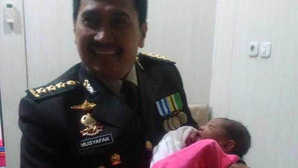 Ayah Bayi Syahrini Bhayangkari: Terima Kasih Pak Polisi