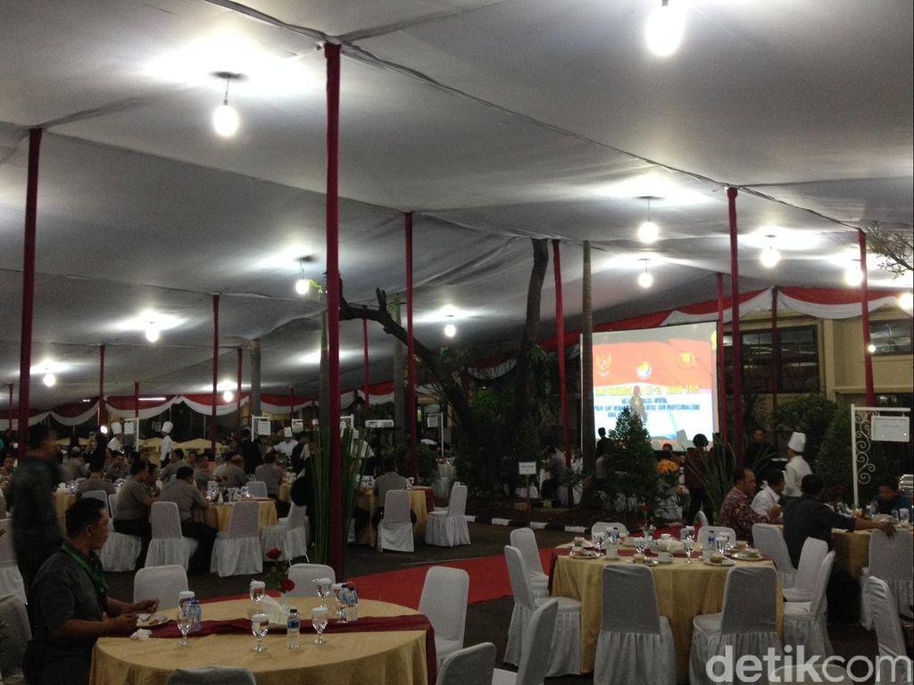 Jokowi dan JK Buka Bersama Kapolri di Mabes Polri