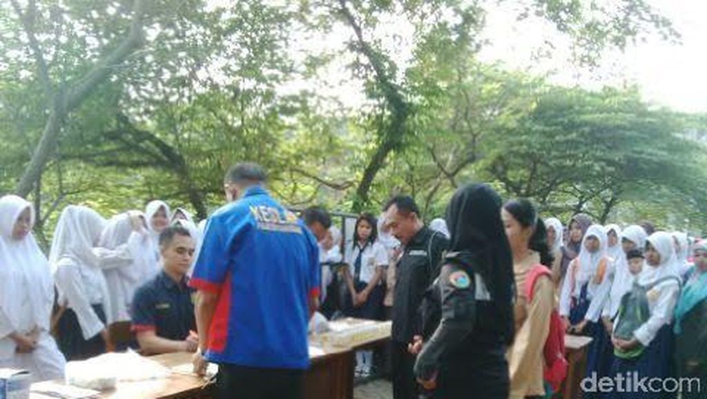 Ratusan Siswa SMAN 28 Cisauk Tangerang Dites Urine Narkoba