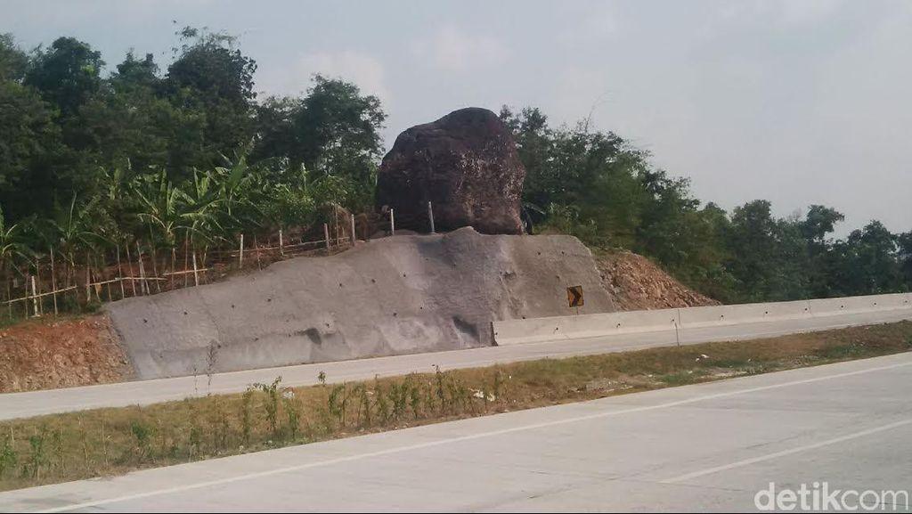 Saat Melintas di Tol Cipali, ini Penampakan Batu Bleneng di Sisi Jalan