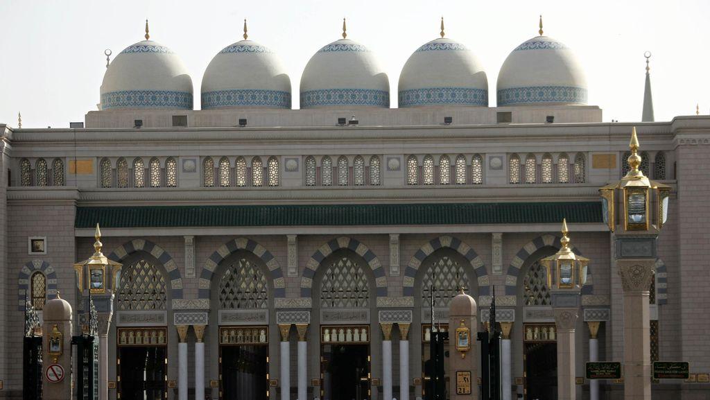 Berbuka Puasa di Madinah, Masjid Ramai dan Restoran Tutup Saat Isya