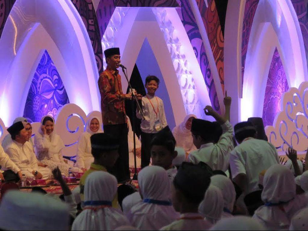 Buka Puasa Bareng Anak Yatim Piatu, Jokowi Ajak Tebak-tebakan Berhadiah