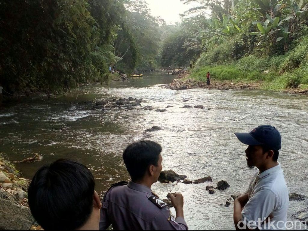 Seorang Anak Tenggelam saat Mandi di Sungai Ciliwung