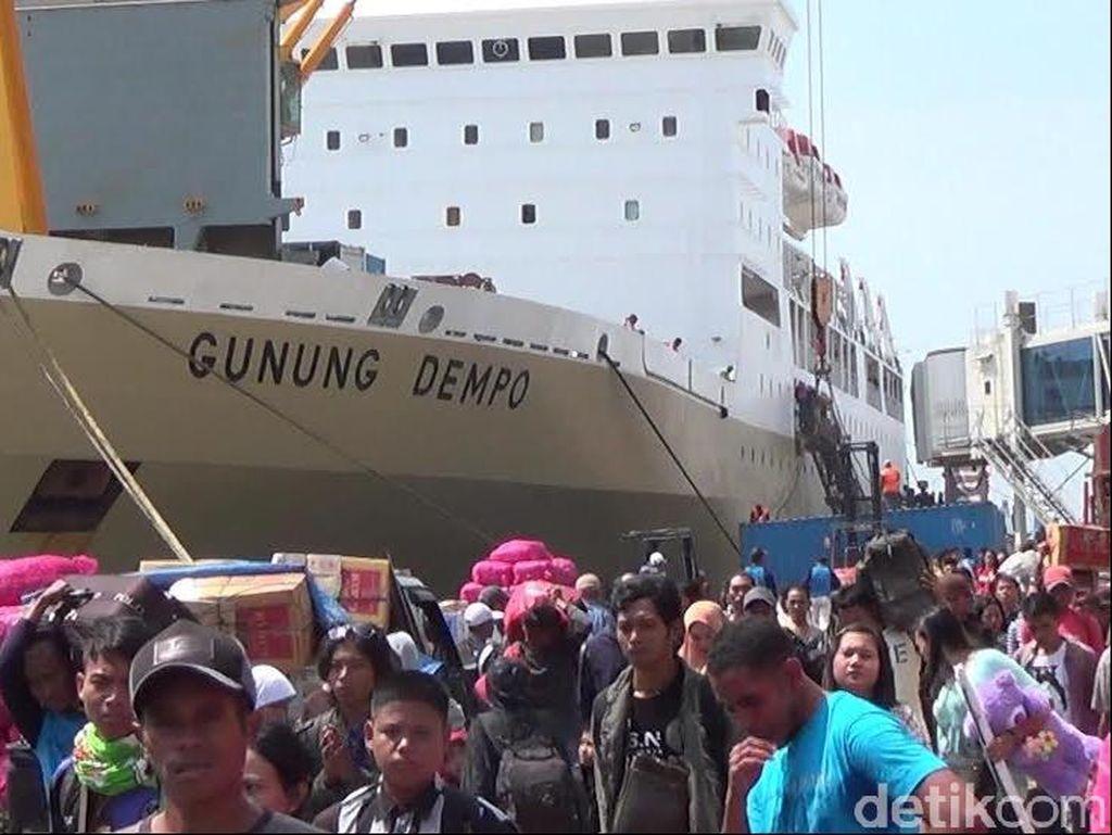 Arus Mudik di Pelabuhan Tanjung Perak Mulai Menggeliat