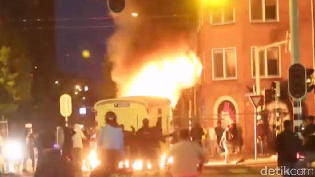 Demonstran Ngamuk, Ibukota Pemerintahan Belanda Rusuh