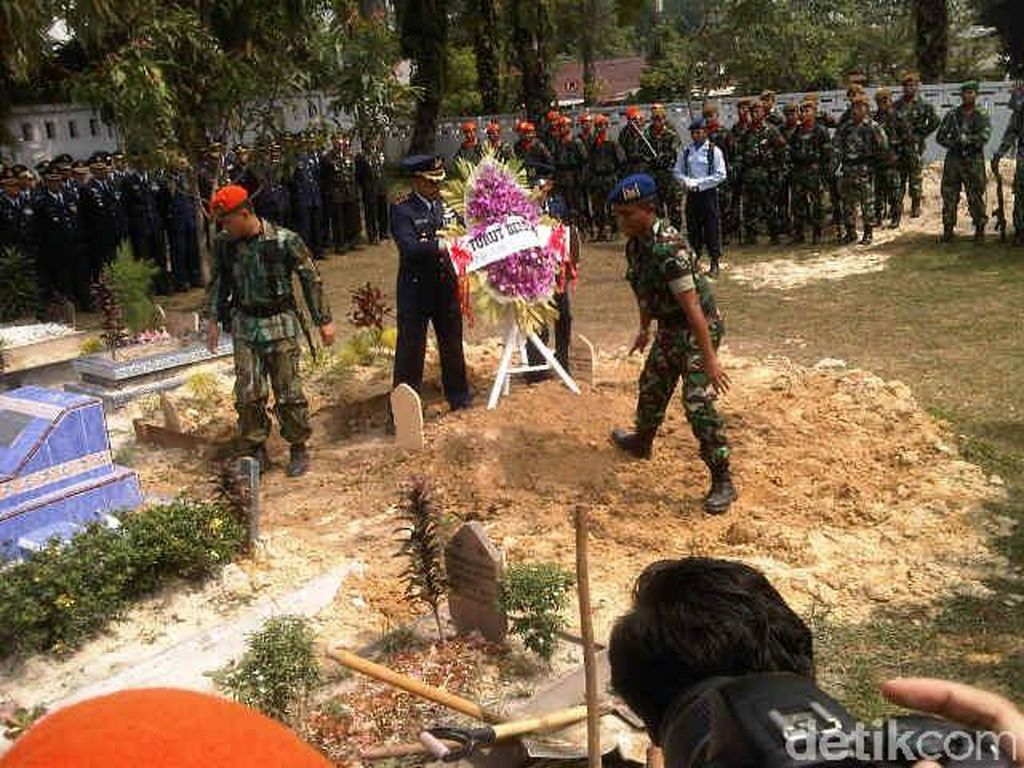 Serda Sugianto, Anggota Paskhas Korban Hercules Dimakamkan di Pekanbaru