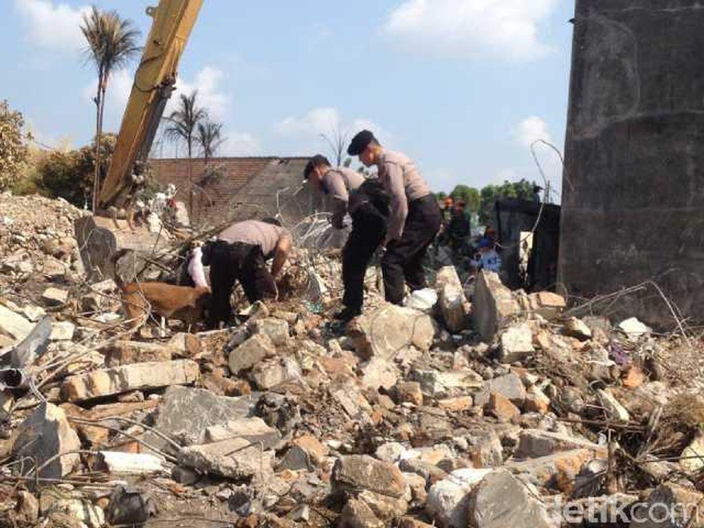 Anjing Pelacak Endus Sesuatu di Lokasi, Reruntuhan Digali Lagi