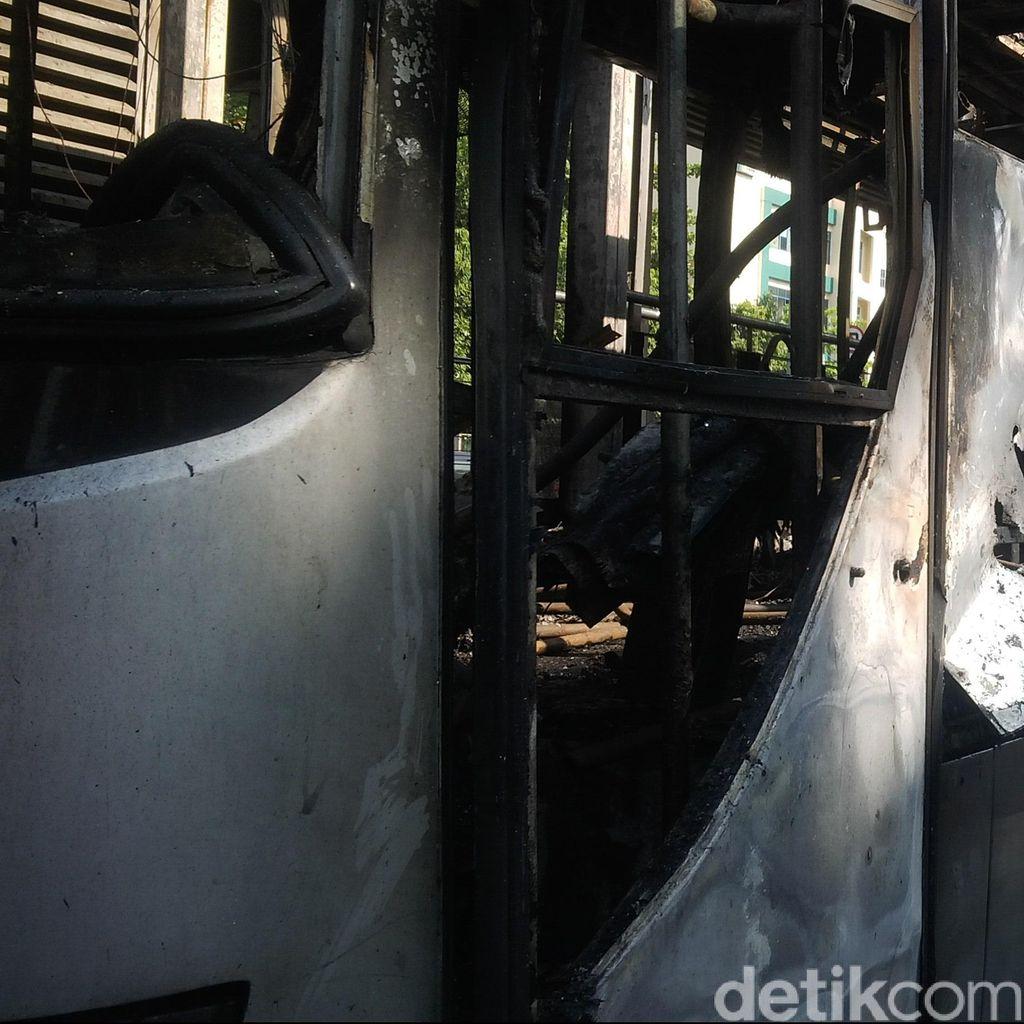 Api yang Membakar Bus TransJ dan Halte Salemba Berhasil Dipadamkan