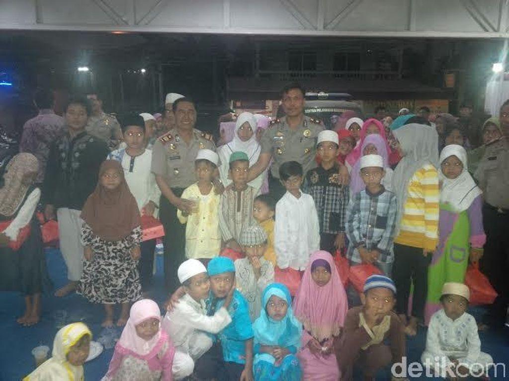 Blusukan ke Permukiman Padat di Pulogebang, Polsek Cakung Santuni Anak Yatim