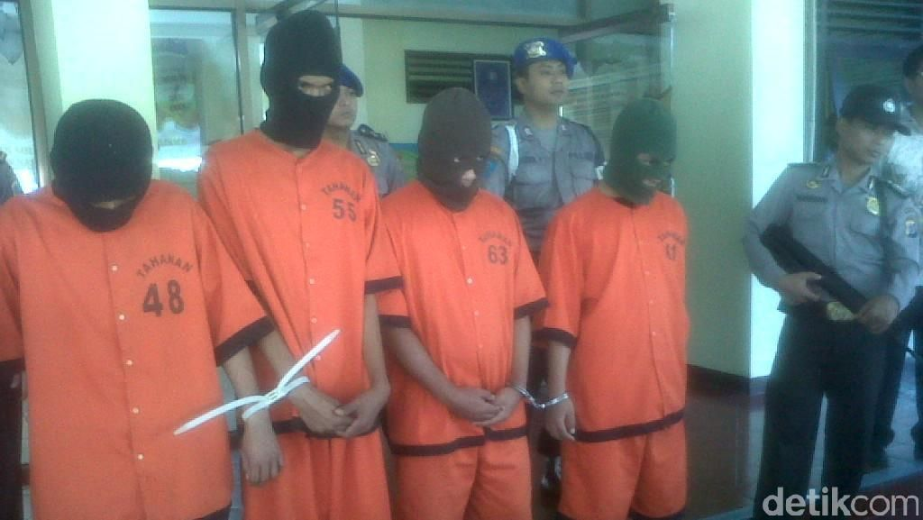 4 Perampok Spesialis Minimarket Bersenjata Golok Dibekuk di Yogya