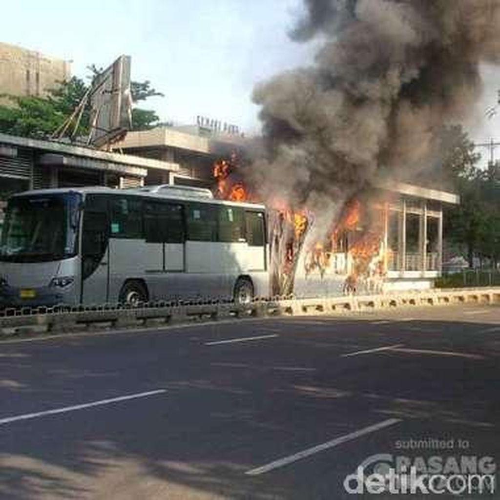 Bus TransJ Terbakar di Salemba UI, 7 Unit Damkar Meluncur