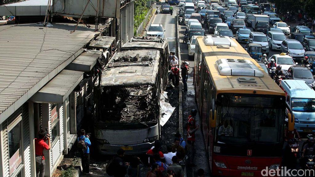 Kronologi Terbakarnya Bus TransJ dan Halte Salemba UI