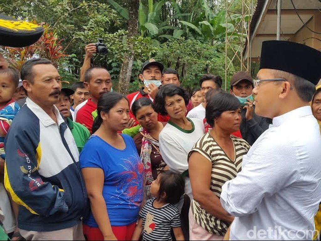 Warga Kaki Gunung Raung Protes Saat Dikunjungi Bupati Anas