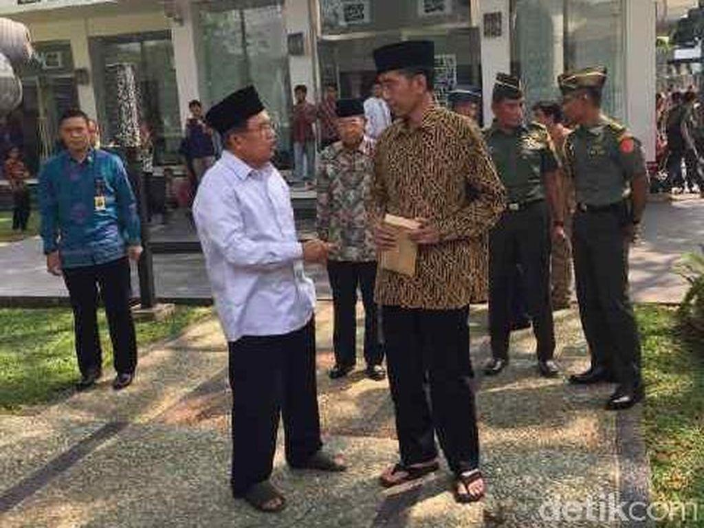 Misteri Amplop Cokelat dari JK ke Jokowi Usai Salat Jumat