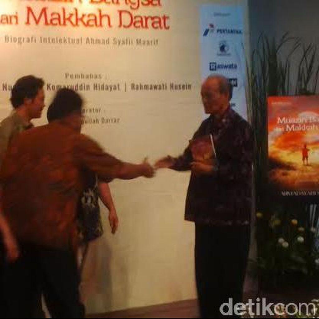 Usia ke-80, Buya Syafii Dapat Hadiah Buku Biografi
