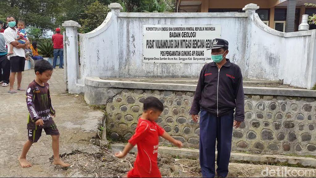 Aktivitas Warga Normal Meski Gunung Raung Terus Menggeliat