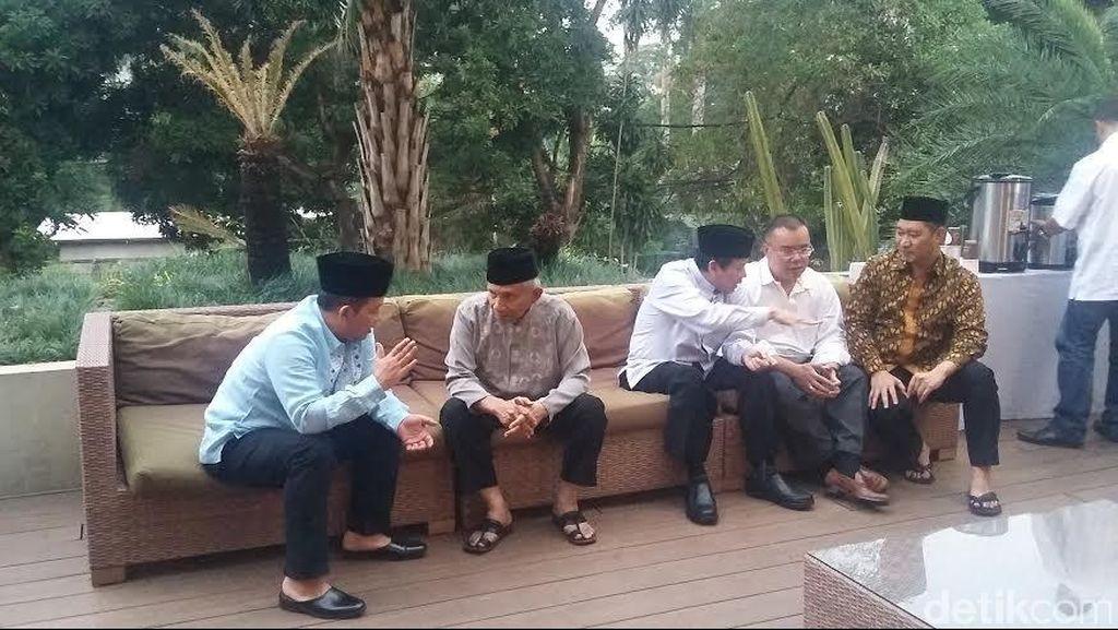Petinggi PAN Buka Puasa Bersama di Kediaman Sutrisno Bachir