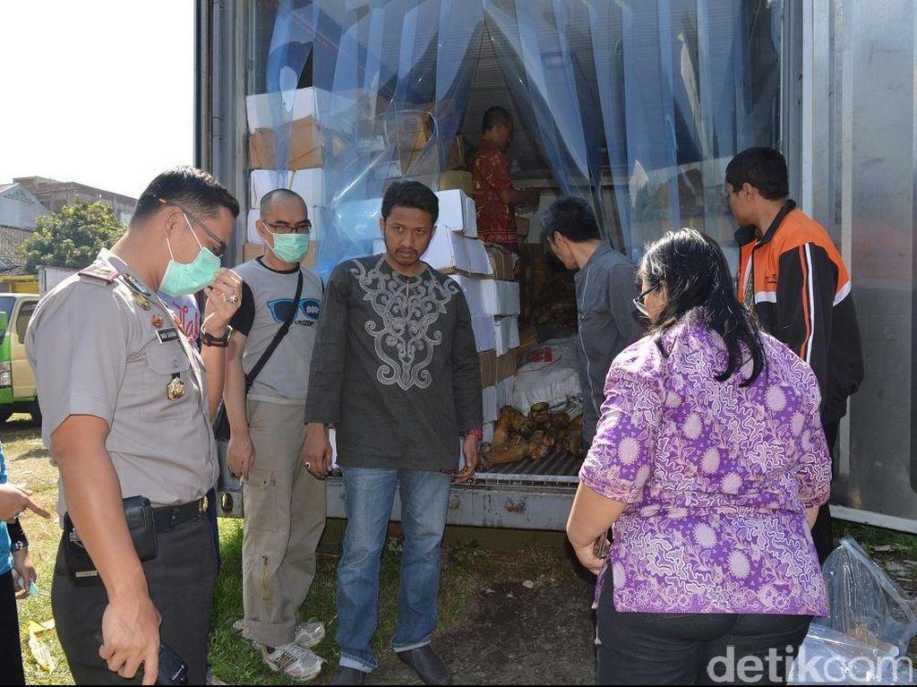 Peti Kemas Berisi Daging Sapi Busuk Parkir Dekat Rumdis Gubernur Jabar