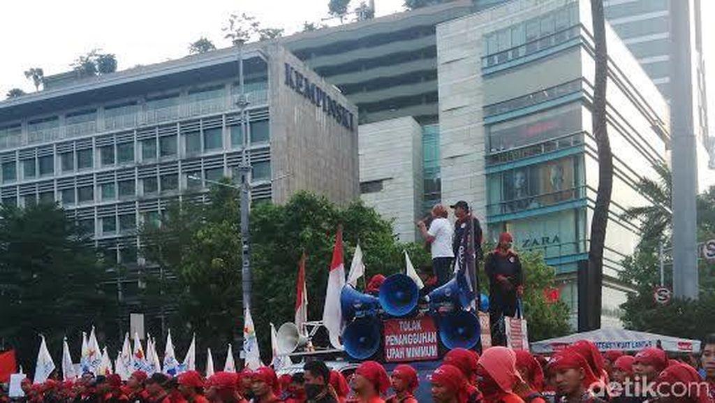 Buruh Demo di HI, Minta PP JHT Cair di Usia 56 Tahun Dicabut