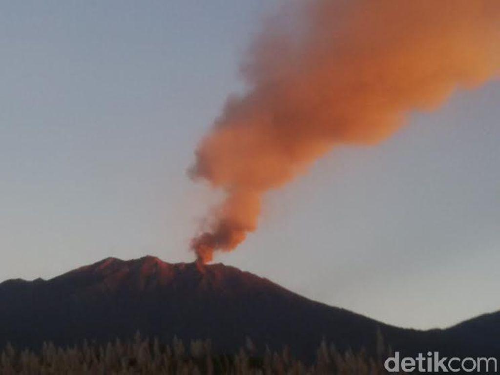 Gunung Raung Meletus, Lava Tak Meluber